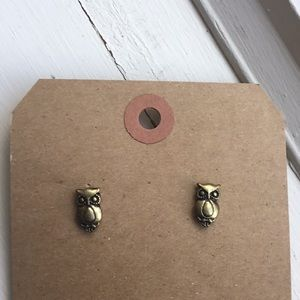 Tiny brass tone vintage owl earrings 80's 90's